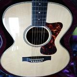 Luthier guitare folk électro acoustique