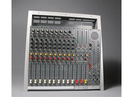 No Name Console / Table de mixage analogique