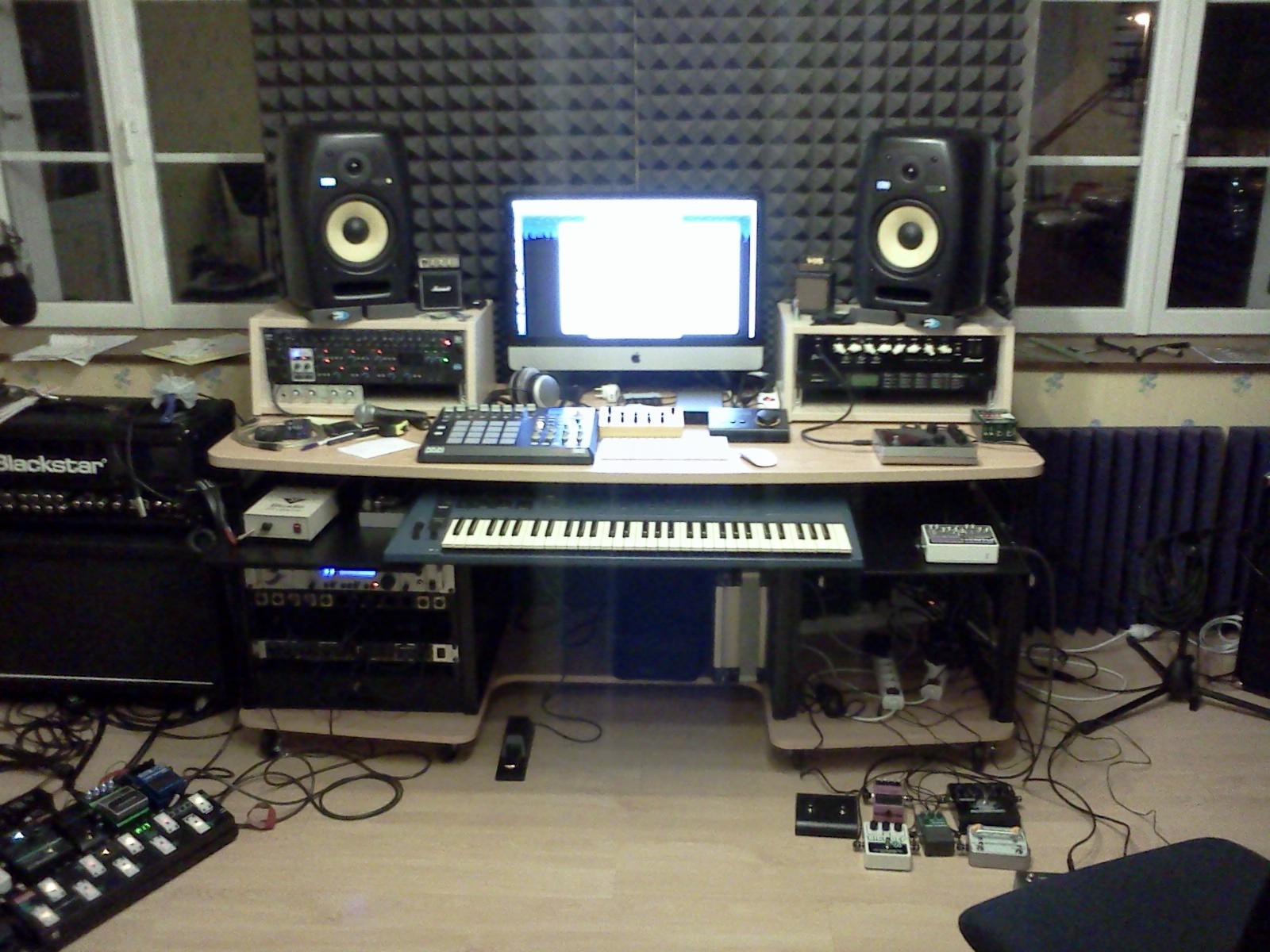 Des photos de vos home studios et les discussions qui vont for Meuble bureau home studio
