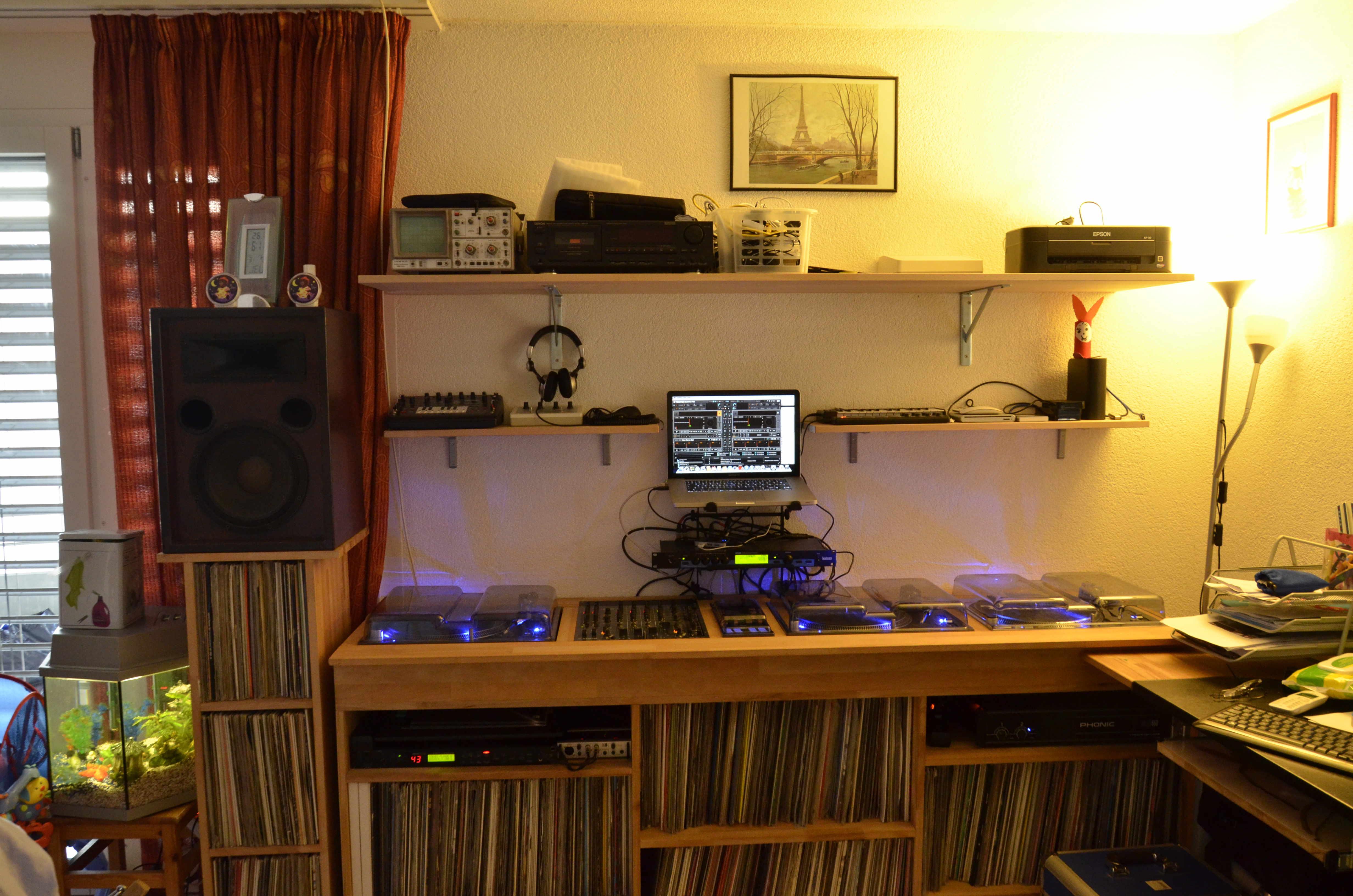 Photos de votre matos dj forum djing 889 1002 - Meuble pour table de mixage ...