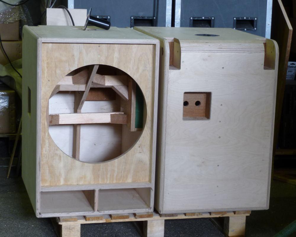 choix haut parleur sub question de puissance 500 ou 700 forum les mains dans le cambouis. Black Bedroom Furniture Sets. Home Design Ideas