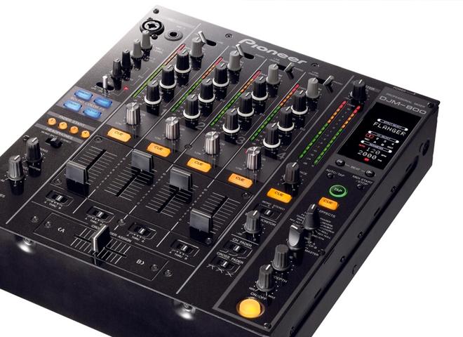 Consoles DJ 4 voies et plus