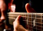 Wie man eine elektrische Gitarre aufnimmt