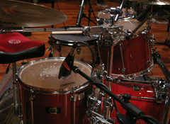 La preparación del batería antes de grabar