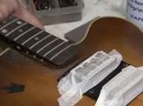 Nettoyer sa guitare : parties non vernies et accastillage