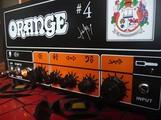 Orange et noir