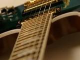 Gibson sur tapis vert