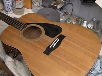 Nettoyer une guitare à vernis de type polyester ou polyuréthane
