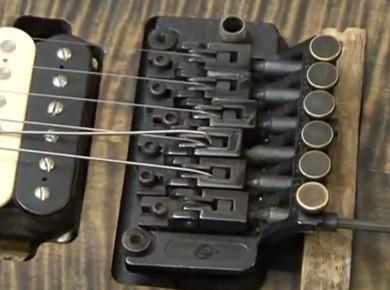 Comment changer les cordes d'une guitare électrique à Floyd Rose ?
