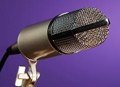 Le placement latéral du micro pour la prise de chant