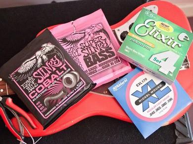 Test des d'Addario EXL170, Ernie Ball Super Slinky Bass, Ernie Ball Slinky Cobalt et Elixir Nanoweb Stainless Steel