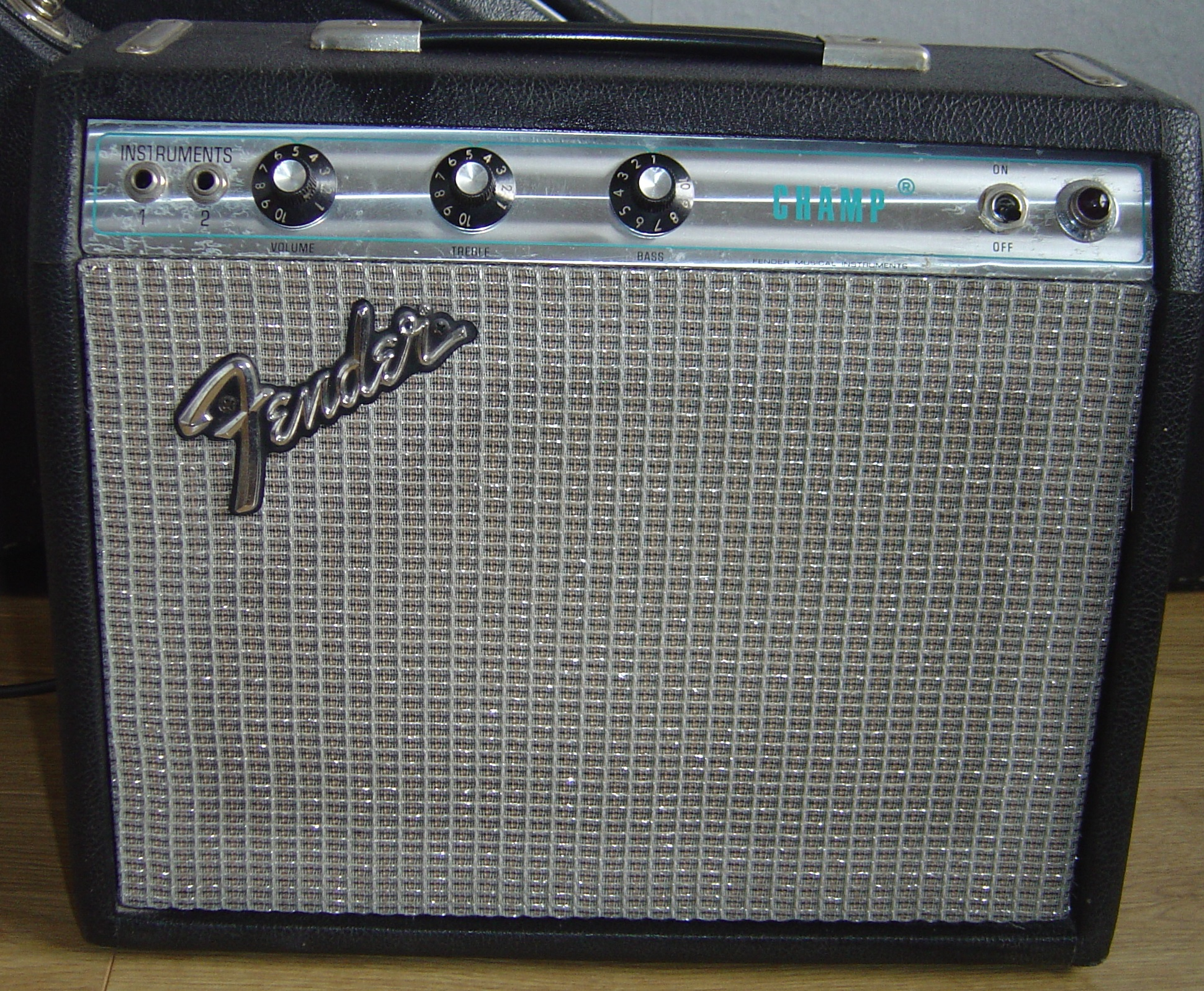 fender silverface champ dating Production years: 1964 – 1967 blackface vibro champ aa764 1964 – 1967 blackface champ aa764 1968 – 1982 silverface vibro champ aa764 1968 – 1982 silverface champ aa764 schematic and tube layout vibrochamp- schematic vibrochamp-layout aa764 tube layout (seen from behind, v1 is to the right side.