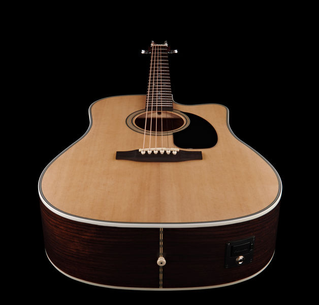 une guitare au rapport qualit prix imbattable avis harley benton cld 28 sce audiofanzine. Black Bedroom Furniture Sets. Home Design Ideas