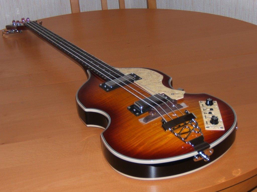 merlioz 39 s review johnson guitars beatles bass audiofanzine. Black Bedroom Furniture Sets. Home Design Ideas