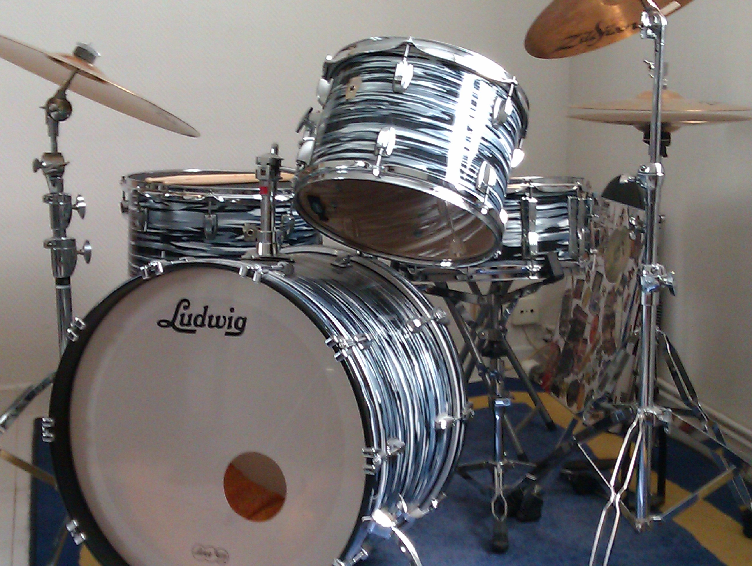 Ludwig Drums USA Classic Maple Ringo Starr Black Oyster Pearl 22