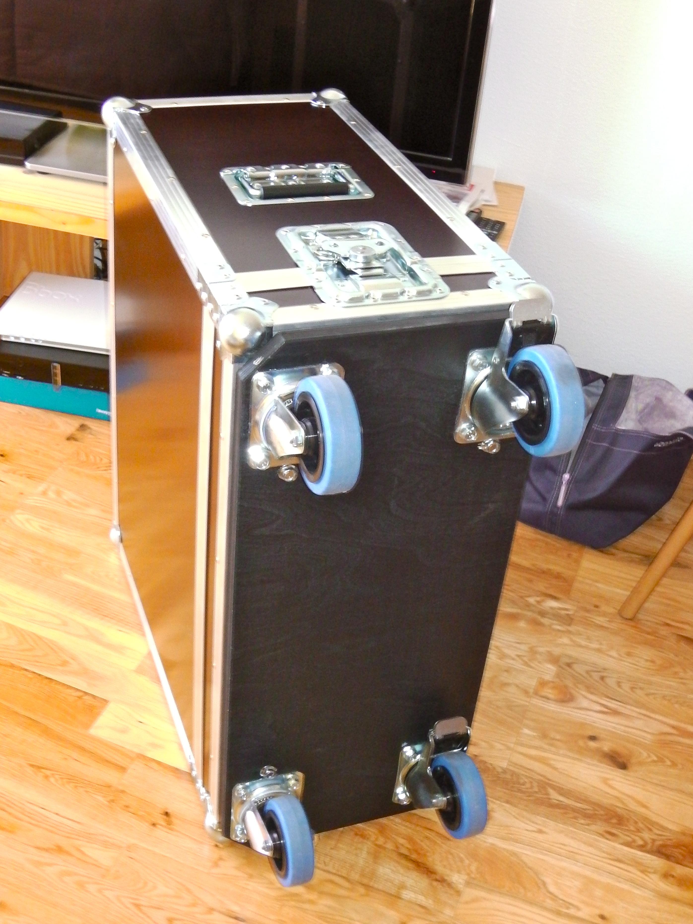 thon flight case ampli guitare image 575007 audiofanzine. Black Bedroom Furniture Sets. Home Design Ideas