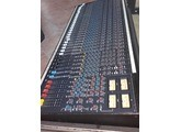 Soundcraft 200B 32/4/2 + Alim + Flight case