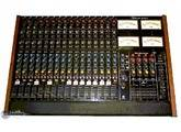 Studiomaster 16 Into 4