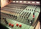 Cherche Console Yamaha M1516