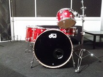 DW Drums collector's series finish ply red twisted lava