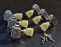 Gibson PMMH-010 Vintage Nickel Machine Heads w/ Pearloid Buttons