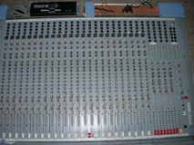 Vend Soundcraft 24/8/2 - 300 €