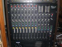Studiomaster 8 into 4