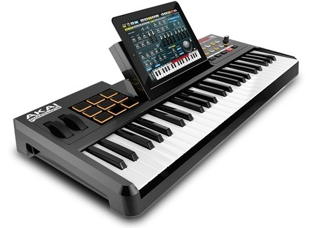 Akai Professional SynthStation49