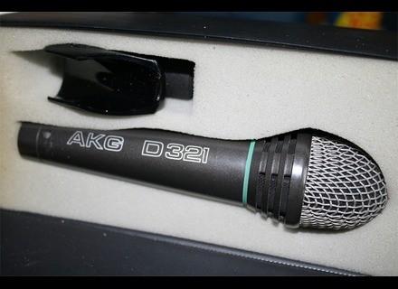 AKG D 321