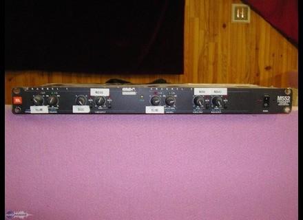 JBL M552