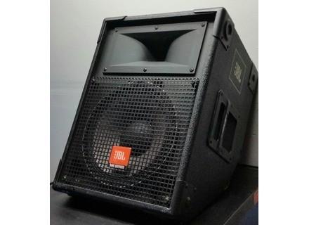 JBL MR900