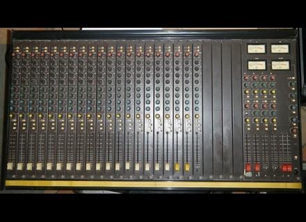 Soundcraft S 200