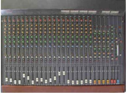 Tascam M-320