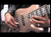 Nathan East démo Ditto Looper à la basse