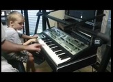 "Roland SH-7 Synthesizer used a ""Spaceship"" by 4 year-old"