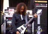Kirk Hammett shows riffs from Master Of Puppets