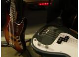 Didier Duboscq teste les Fender Standard Jazz Bass et Precision Bass