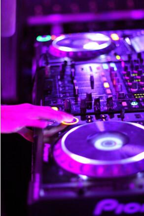 DJ cherche emploi
