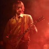 Guitariste pro donne cours de guitare en studio