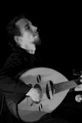 Donne cours de oud (luth arabe) et/ou de guitare (6/7 cordes)