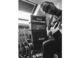 Cours de guitare tout styles.