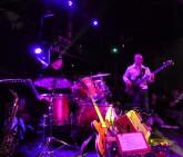 Bassiste cherche groupe pop, trio,...