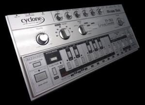 Cyclone Analogic Bass Bot TT-303