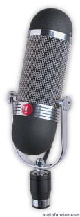 le micro à ruban AEA R84 en édition limitée