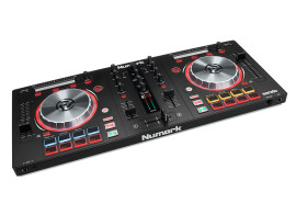 [NAMM] 2 Numark Mixtrack mkIII controllers