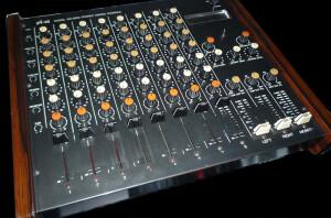 Pré-Vox MX-8200 Stereo Mixing Console