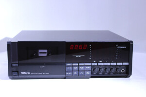 Yamaha MT44 D