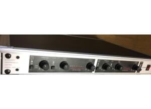 Behringer MDX 402