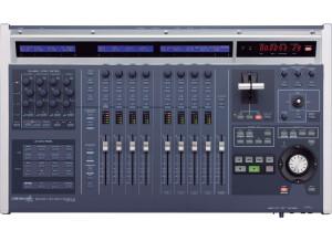 Roland V700