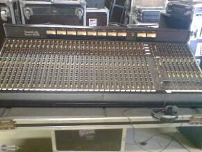 Soundcraft 800B Monitor 32